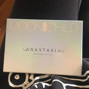 Anastasia Beverly Hills Moon Child